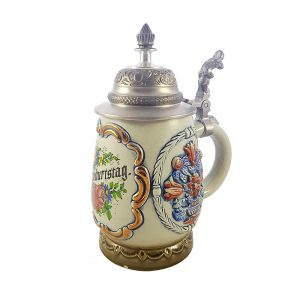 El boyaması seramik alman kapaklı bira kupası işlemeli metal kapağı ve renkli görüntüsüyle eğlenceli bir doğumgünü hediyesi! Retrozade - Vintage Retro