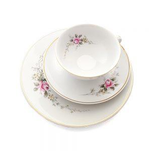 Bavaria trio fincan takımı Narin; pasta tabağı & çay fincanı ve tabağından oluşan üçlü porselen set. Retrozade - Vintage Retro Antika