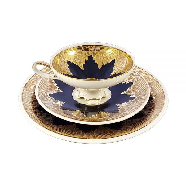 Bavaria trio fincan takımı Sun; pasta tabağı & çay fincanı ve tabağından oluşan üçlü porselen set. Altın işlemeli kenarlarıyla siyahın dansı! Retrozade - Vintage Retro Antika