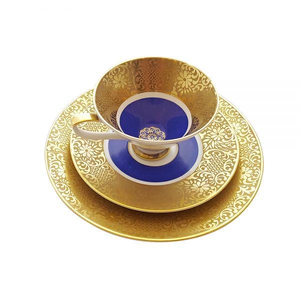 Bavaria trio fincan takımı Blue Beam; pasta tabağı & çay fincanı ve tabağından oluşan üçlü porselen set. Altın işlemeli kenarlarıyla mavinin dansı!
