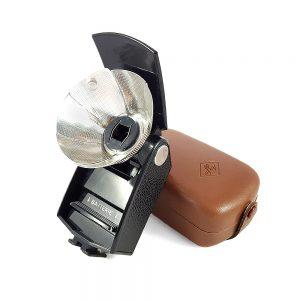 Almanya üretimi deri hard case ile Agfa Agfalux Flaş. Mallory M-504 pille çalışır. Pil ve ampul dahil değildir. Retrozade - Vintage Retro Antika
