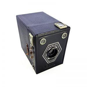 1947'de Fransa'da üretilen Goldstein Goldy Box fotoğraf makinesi 6x9 formatındadır ve 120 roll film ile çalışır. Orijinal kılıfıyla. Retrozade - Vintage