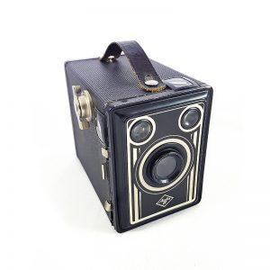 1949 sonrası Almanya Münih üretimi orijinal deri kılıfıyla Agfa Box 50 fotoğraf makinesi. 6x9 Box kamera 120 roll film 100mm fixed focus lens. Retrozade