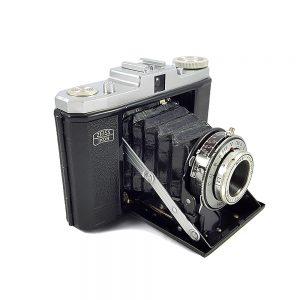 1937 - 1950 Almanya yapımı körükleri çok iyi durumda Zeiss Ikon Nettar körüklü fotoğraf makinesi. Novar Anastigmat 1:6.3/75mm lens. Retrozade - Vintage