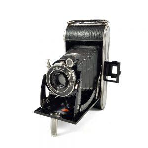 1932 - 1942 art-deco işlemeli, mavi kadife iç yüzeyli deri kılıf ile mükemmel durumda Agfa Billy Record 6x9 körüklü fotoğraf makinesi. Retrozade - Vintage