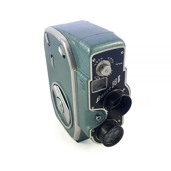 1954 ve sonrasında Almanya'da üretilen vintage yeşil Bauer 88B 8mm film kamerası. Xenoplan f/1.9 13mm Lens ile çok retro. Retrozade - Vintage Retro Antika