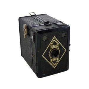 1935 ve sonrası Almanya üretimi 6x9 formatında vintage Bilora Box fotoğraf makinesi. 120 roll film kullanır. Retrozade - Vintage Retro Antika