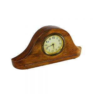 Eski şömine üstü saatleri görünümünde steampunk ahşap masa saati. Kurmalı saat günde sadece iki kere doğruyu göstermektedir. Retrozade - Vintage
