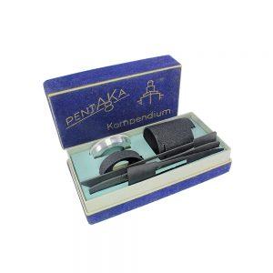 Almanya üretimi eksiksiz, orijinal kutusunda Almanca kullanım kılavuzuyla Pentaka 8 Kompendium 8mm film kamerası aksesuar seti. Retrozade