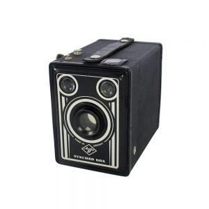 1951-1957 Almanya Münih üretimi orijinal deri kılıfıyla Agfa Synchro Box 600 6x9 fotoğraf makinesi. 120 roll film, 105mm f/11 fixed focus lens. Retrozade