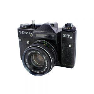 1982-1993 SSCB yapımı Zenit ET Зенит fotoğraf makinesi. 35mm, MC Helios-44M-6 2/58mm lens ve orijinal kılıfıyla. Retrozade - Retro Vintage Antika