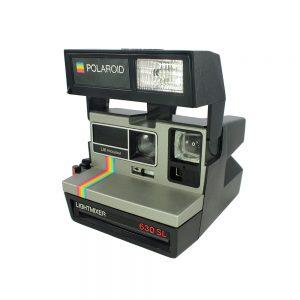 Siyah gökkuşağı modeli Polaroid 630 Lightmixer şipşak fotoğraf makinesi. Integral 600 & Impossible Project PX600 ve PX680 film. Retrozade