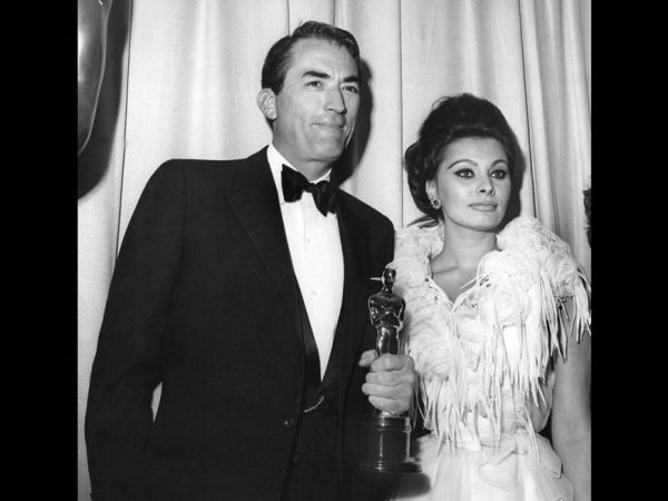 1963-academy-awards-gregory-peck-sophia-loren-xl