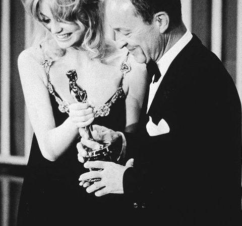 1971-academy-awards-goldie-hawn-frank-mccarthy-lg