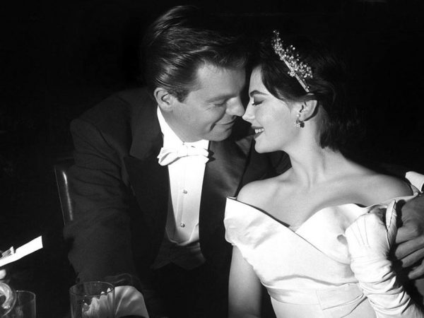archive-1957-academy-awards-natalie-wood-robert-wagner