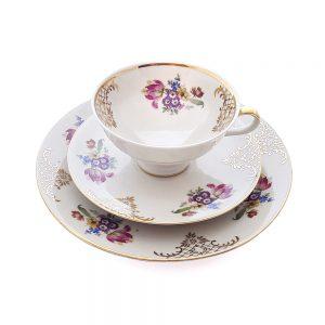 Bavaria trio fincan takımı Verona; pasta tabağı & çay fincanı ve tabağından oluşan porselen set. Altın dantel işlemeleriyle çok şık! Retrozade - Vintage