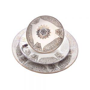 Bavaria trio fincan takımı Mora; pasta tabağı & çay fincanı ve tabağından oluşan porselen set. Dantel işleme kenarlarıyla çok şık! Retrozade Vintage Antika