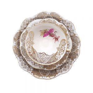 Bavaria trio fincan takımı Mamer; pasta tabağı & çay fincanı ve tabağından oluşan porselen set. Dantel işleme kenarlarıyla çok şık! Retrozade Vintage Antika