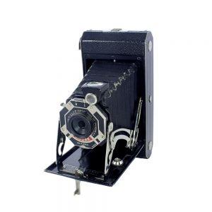Kodak Six-20 Art-Deco,1932-1934 üretimi art-deco işlemeli, yaşına göre iyi durumda, 6x9 formatında körüklü fotoğraf makinesi! Retrozade - Vintage • Antika