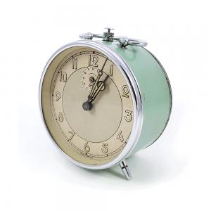 Retro kurmalı çalar saat TikTok! Çok görmüş geçirmiş, Alman yapımı, tıkır tıkır çalışan su yeşili çalar saat! Retrozade - Vintage • Retro • Antika