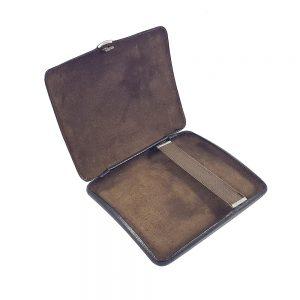 Vintage kahverengi deri sigara tabakası! Teneke üzeri gerçek deri dış yüzeyi ve süet iç yüzeyiyle çok demode! Retrozade - Vintage Retro Antika