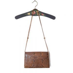vintage yılan derisi çanta Sahara; el yapımı, içi dışı hakiki deri, şık taba rengi ve el örgüsü askısıyla çok demode! Retrozade - Vintage Retro Antika