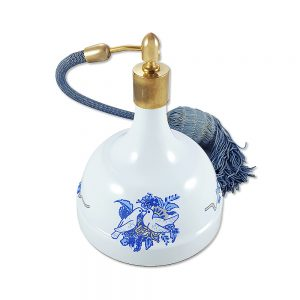 Vintage emaye parfüm atomizer; emsallerinden çok farklı, emaye haznesi ve orijinal püsküllü atomizerıyla İspanya'dan retroseverlere... Retrozade ✨ Vintage • Retro • Antika