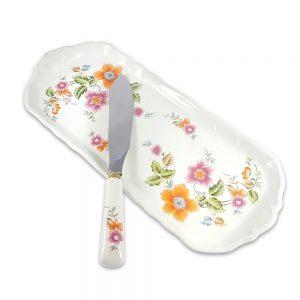 Fransız porselen servis tabağı Jour, bıçağıyla takım capcanlı floral deseniyle güneşli masaların vazgeçilmezi! Rulo pasta sunumu için ideal... ✨Retrozade✨Vintage • Retro • Antika