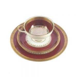 Bavaria trio fincan takımı Rouge; pasta tabağı & çay fincanı ve tabağından oluşan porselen set. Altın yaldızlı kenarlarıyla bordonun aşkı Retrozade'de!