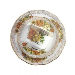 Bavaria trio fincan takımı Autunno; pasta tabağı & çay fincanı ve tabağından oluşan porselen set. Sonbahar renklerinde gül bahçesi Retrozade'de!Bavaria trio fincan takımı Autunno; pasta tabağı & çay fincanı ve tabağından oluşan porselen set. Sonbahar renklerinde gül bahçesi Retrozade'de!