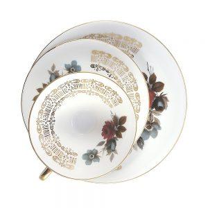 Bavaria trio fincan takımı Catalonia; pasta tabağı & çay fincanı ve tabağından oluşan porselen set. bordo mavi aşkı Retrozade'de!