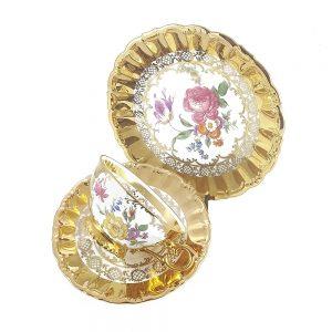 Bavaria trio fincan takımı Goldie; pasta tabağı & çay fincanı ve tabağından oluşan porselen set. Altın yaldızlarla bezenmiş rengarenk çiçekler Retrozade'de!