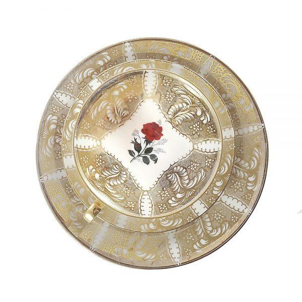Bavaria trio fincan takımı Rosea; pasta tabağı & çay fincanı ve tabağından oluşan porselen set. Retrozade'de gülü seven gold işlemelerine katlanır!