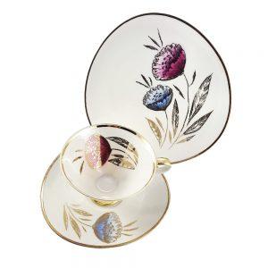 Bavaria trio fincan takımı Puglia; pasta tabağı & çay fincanı ve tabağından oluşan porselen set. Retro designıyla göz dolduran vintage Retrozade'de!